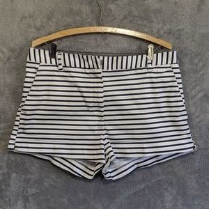 4/25🎃 H&M white black striped shorts